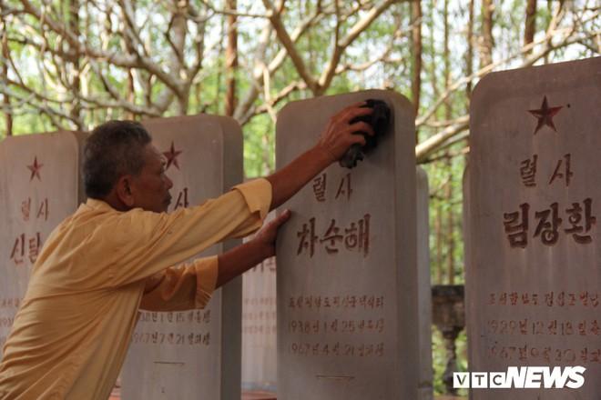 Ảnh: Người thương binh hơn 20 năm cặm cụi chăm sóc khu tưởng niệm liệt sĩ Triều Tiên ở Bắc Giang - Ảnh 4.