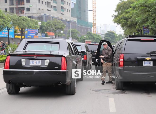 [NÓNG] Siêu xe Quái thú của TT Trump về đến khách sạn sau khi dừng đổ xăng trên phố Hà Nội - Ảnh 3.