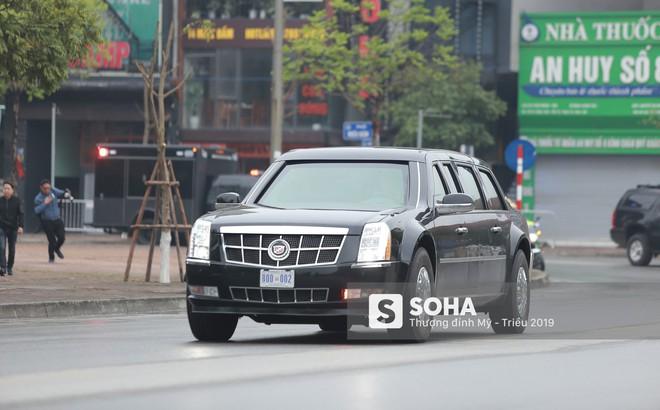 """[ẢNH] Siêu xe The Beast của TT Trump cùng dàn xe đặc chủng """"hầm hố"""" trên đường phố Hà Nội"""