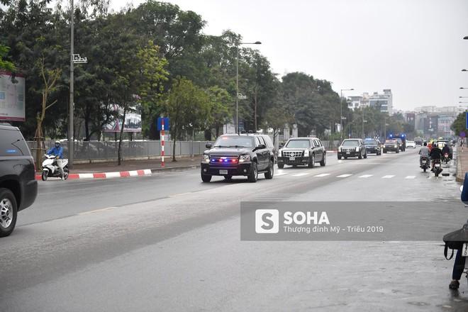 [ẢNH] Siêu xe The Beast của TT Trump cùng dàn xe đặc chủng hầm hố trên đường phố Hà Nội - Ảnh 9.