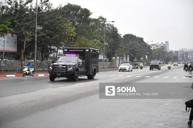 [ẢNH] Siêu xe The Beast của TT Trump cùng dàn xe đặc chủng hầm hố trên đường phố Hà Nội - Ảnh 13.