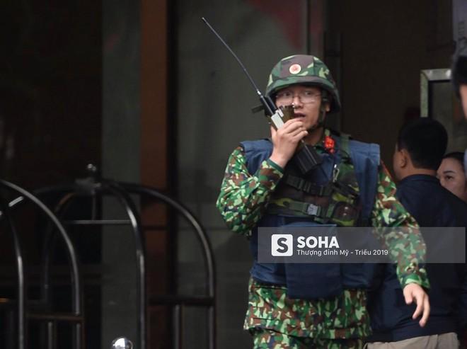 [Ảnh] 3 chú khuyển đặc biệt kiểm tra khách sạn Melia trước ngày Chủ tịch Kim Jong-Un đến Việt Nam - Ảnh 4.