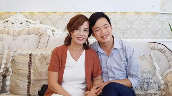 Cô dâu 62 tuổi bất ngờ chia sẻ lí do chỉ kết bạn với phụ nữ trên MXH - ảnh 1