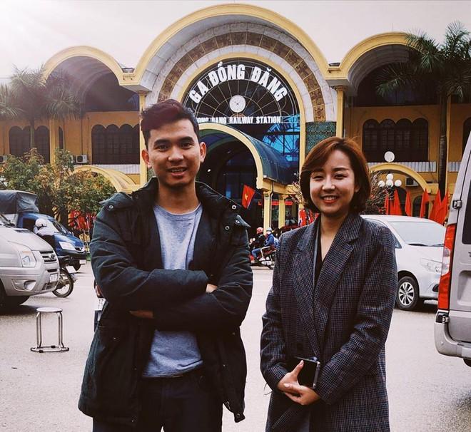 Tác nghiệp ở ga Đồng Đăng, nữ phóng viên Hàn Quốc xinh đẹp gây ấn tượng mạnh - Ảnh 6.