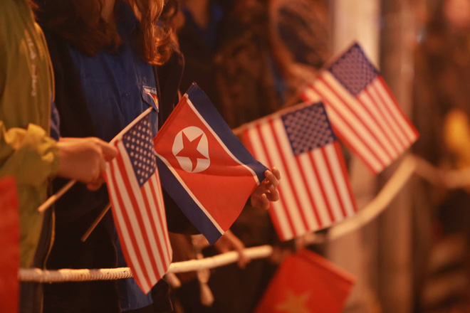 [ẢNH] Người dân Hà Nội nô nức chờ đón sự xuất hiện của tổng thống Mỹ Donald Trump - Ảnh 7.