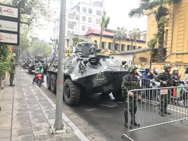 Cận cảnh dàn xe thiết giáp bảo vệ Chủ tịch Kim Jong Un khi tới Hà Nội - Ảnh 2.