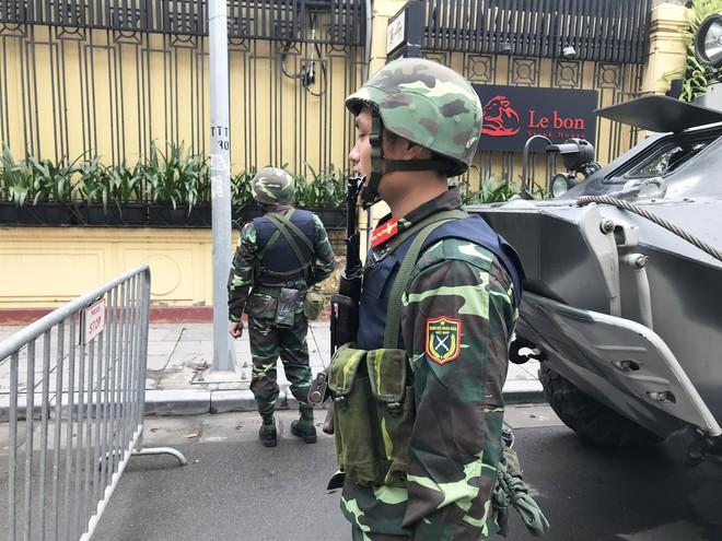 Cận cảnh dàn xe thiết giáp bảo vệ Chủ tịch Kim Jong Un khi tới Hà Nội - Ảnh 4.