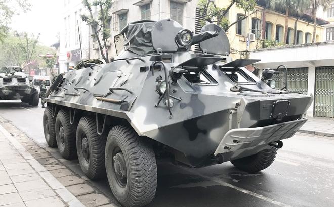 Cận cảnh dàn xe thiết giáp bảo vệ Chủ tịch Kim Jong Un khi tới Hà Nội