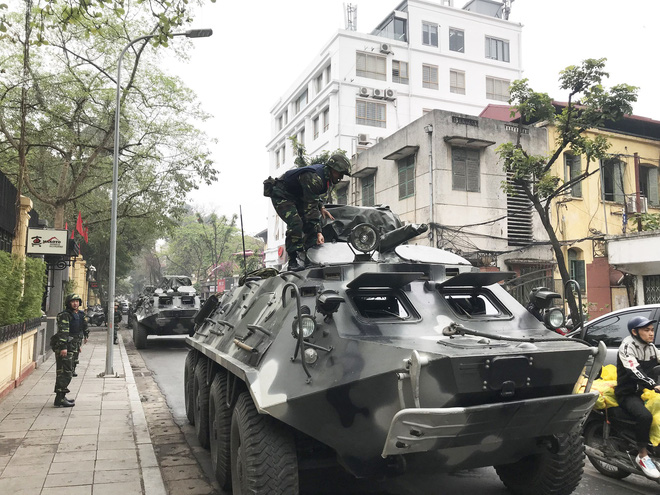 Cận cảnh dàn xe thiết giáp bảo vệ Chủ tịch Kim Jong Un khi tới Hà Nội - Ảnh 8.