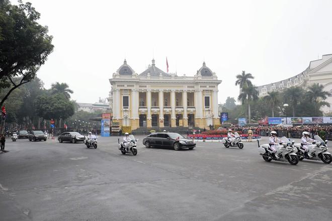 Đoàn xe chủ tịch Triều Tiên Kim Jong Un về đến khách sạn Melia, Hà Nội - Ảnh 5.