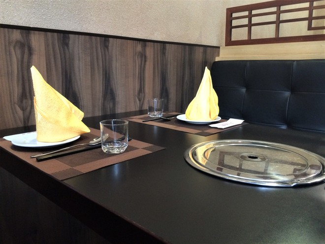 Bí ẩn nhà hàng do người Triều Tiên phục vụ ở Hà Nội - Ảnh 2.