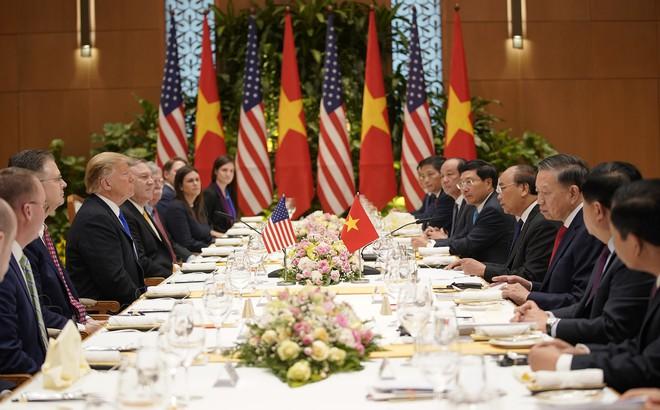 Thủ tướng Nguyễn Xuân Phúc thết đãi Tổng thống Trump món chả cá Lã Vọng, chè hạt sen