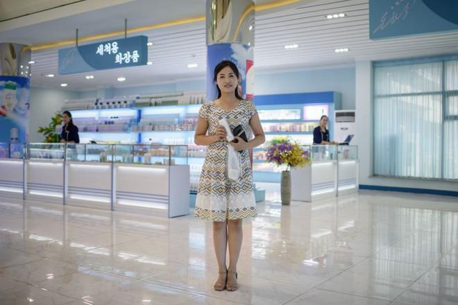 Ngắm vẻ đẹp vừa dịu dàng vừa mạnh mẽ của các bóng hồng Triều Tiên trong những bức ảnh đời thường - Ảnh 7.