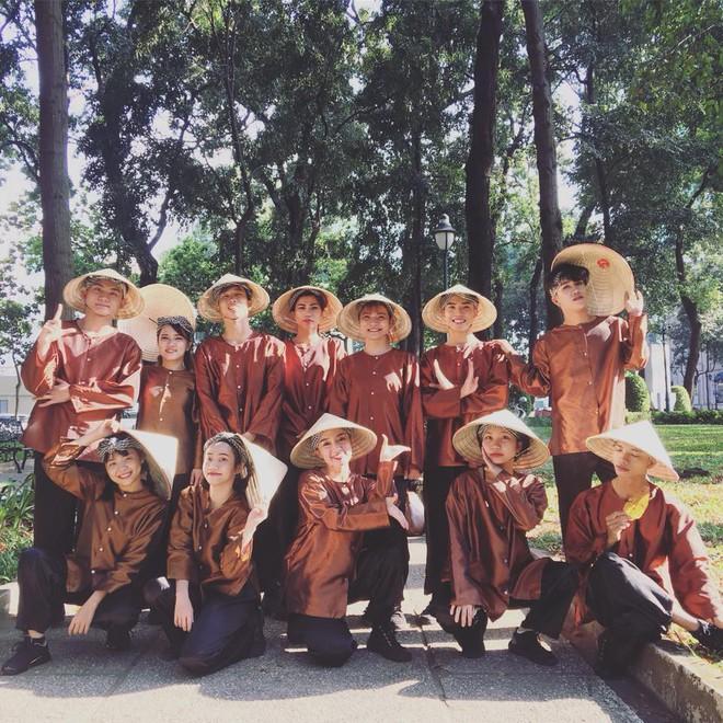 """Asia's Got Talent: Nhóm nhảy Việt đội nón lá, mặc áo bà ba diễn """"Điệu vũ nông dân"""" gây bất ngờ - Ảnh 2."""