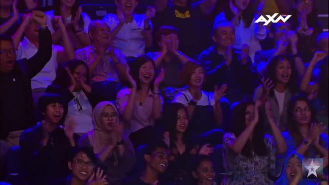 """Asia's Got Talent: Nhóm nhảy Việt đội nón lá, mặc áo bà ba diễn """"Điệu vũ nông dân"""" gây bất ngờ - Ảnh 3."""