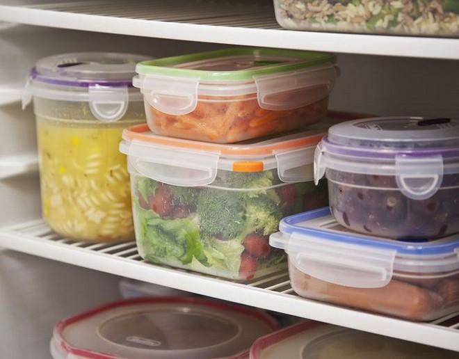 2 cách bảo quản đồ ăn khiến thực phẩm sinh ra chất độc: Rất nhiều gia đình đang mắc - Ảnh 1.