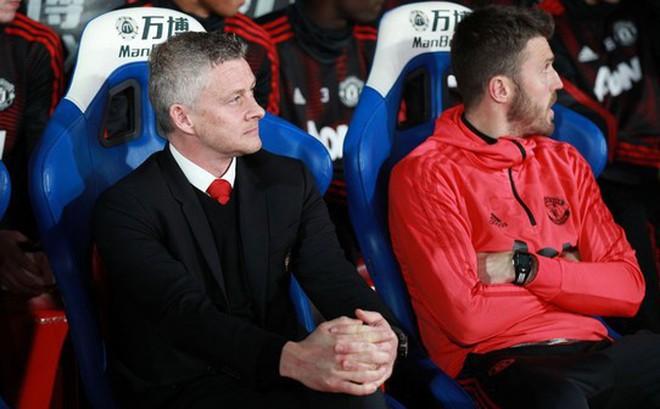 M.U vô đối, Solskjaer chính thức vượt qua Alex Ferguson