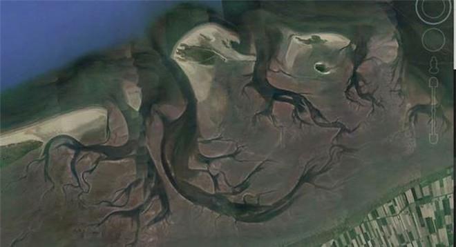 Bất ngờ với những bức ảnh thú vị tìm được trên Google Earth - Ảnh 6.
