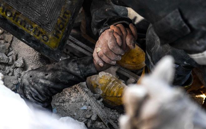 7 ngày qua ảnh: Người Nga tắm nước đá băng giữa trời tuyết trắng - Ảnh 5.