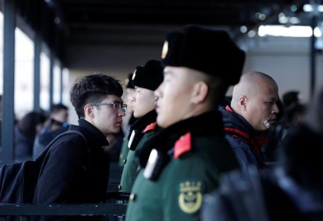 Ảnh: Gian nan hành trình về quê ăn Tết của người Trung Quốc - Ảnh 15.