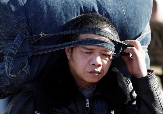 Ảnh: Gian nan hành trình về quê ăn Tết của người Trung Quốc - Ảnh 4.
