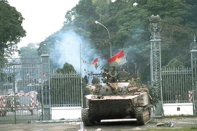 Kẻ thù buộc ta ôm cây súng: Những cái Tết ăn không đúng ngày vô tiền, khoáng hậu trong lịch sử Việt Nam - Ảnh 4.