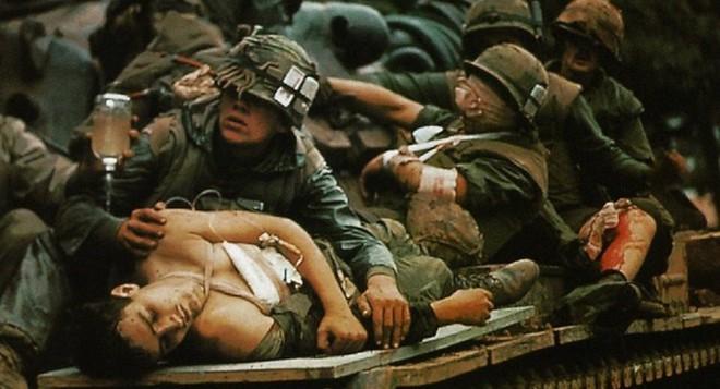 Kẻ thù buộc ta ôm cây súng: Những cái Tết ăn không đúng ngày vô tiền, khoáng hậu trong lịch sử Việt Nam - Ảnh 3.