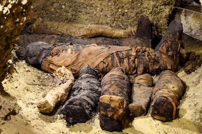 Mở lăng mộ hơn 2.000 năm tuổi, giới khảo cổ sửng sốt với thứ bên trong - Ảnh 1.