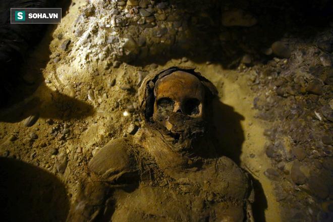 Mở lăng mộ hơn 2.000 năm tuổi, giới khảo cổ sửng sốt với thứ bên trong - Ảnh 2.