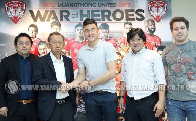 Fan Thái Lan chúc mừng Đặng Văn Lâm gia nhập Muangthong United