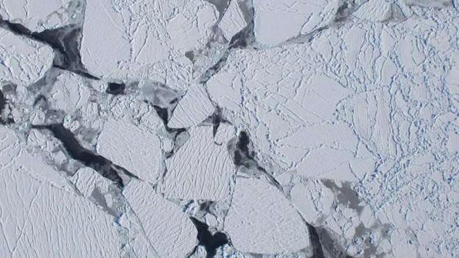 Thềm băng Nam Cực rộng gần bằng Paris đang tan chảy vì đá phóng xạ kỳ lạ? - Ảnh 1.