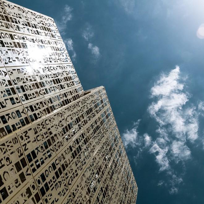 Độc đáo tòa cao ốc toàn chữ cái nằm ven quốc lộ - Ảnh 6.