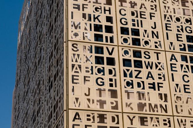 Độc đáo tòa cao ốc toàn chữ cái nằm ven quốc lộ - Ảnh 5.