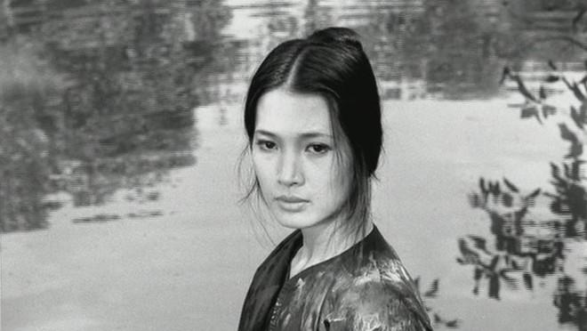 Những mỹ nhân làm chao đảo màn ảnh Việt: Cát-xê 1 tỷ đồng, ra Nghệ An diễn sập cả sân khấu - Ảnh 12.