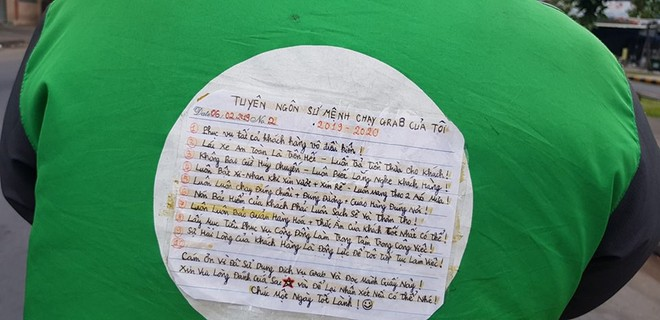 Mảnh giấy dán sau lưng tài xế Grab, nội dung khiến tất cả tò mò tìm đọc  - Ảnh 1.
