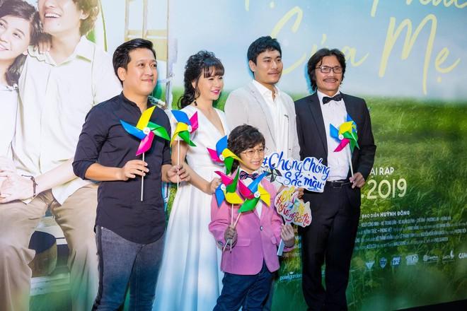 Ngôi sao Thái thu hút sự chú ý khi xuất hiện tại buổi ra mắt phim Hạnh phúc của mẹ - ảnh 4