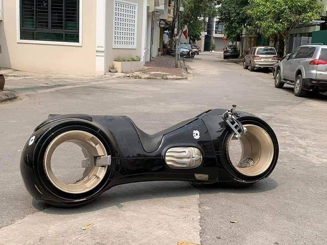 Siêu mô tô 2,7 tỷ lăn bánh lần đầu tiên tại Việt Nam, chủ nhân của nó khiến số đông tò mò - ảnh 1