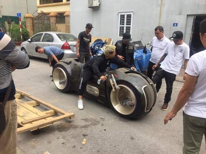Siêu mô tô 2,7 tỷ lăn bánh lần đầu tiên tại Việt Nam, chủ nhân của nó khiến số đông tò mò - ảnh 2