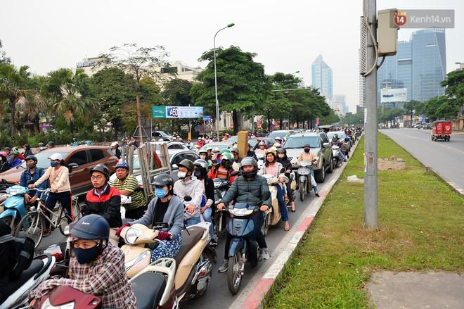 Đề xuất cấm xe máy trên đường Lê Văn Lương, Nguyễn Trãi: Tại sao không cấm ô tô cá nhân? - Ảnh 3.