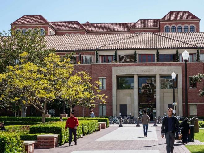 Hé lộ về người thông minh bí ẩn chuyên nhận thi hộ trong vụ bê bối tuyển sinh vào Stanford, Yale - Ảnh 1.