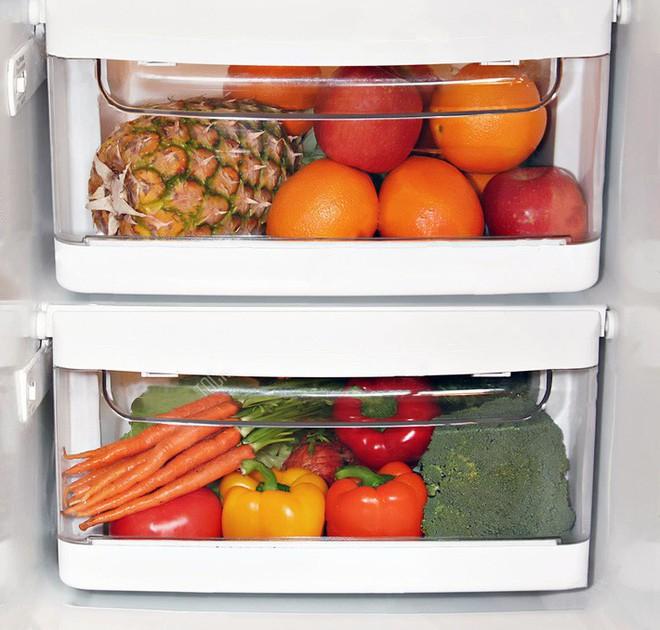 Đây mới là nơi bẩn nhất trong tủ lạnh nhưng bạn thường xuyên bỏ qua chúng khi vệ sinh tủ - Ảnh 2.
