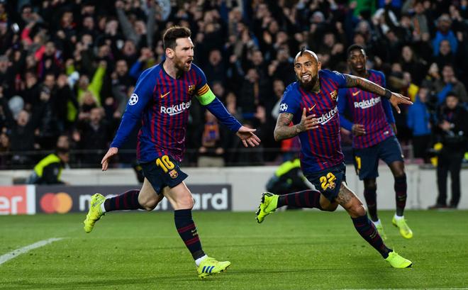 Ronaldo gọi, Messi dõng dạc trả lời bằng cơn mưa bàn thắng cùng Barcelona