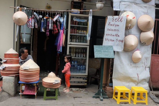 Hàng quán mọc lên san sát tại khu đường tàu Hà Nội nổi tiếng trên báo quốc tế - Ảnh 6.