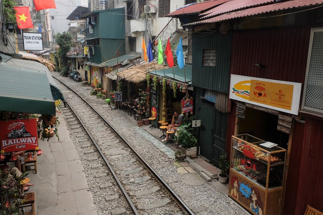 Hàng quán mọc lên san sát tại khu đường tàu Hà Nội nổi tiếng trên báo quốc tế - Ảnh 11.