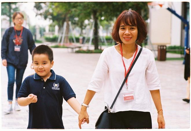 Những giọt nước mắt của người mẹ kiên trì tìm trường cho con học lớp 1 - Ảnh 1.
