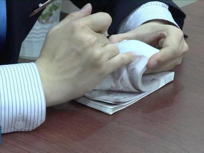 Nhiều nhân viên ngân hàng ở Trung Quốc có khả năng đếm tiền siêu nhanh. Ảnh: ODD