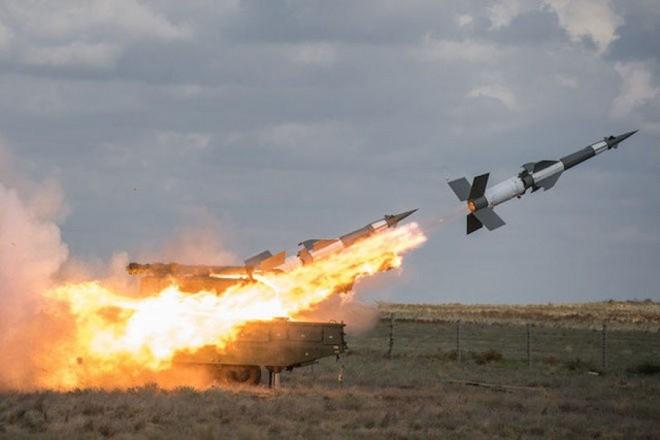 Ukraine khoe thử tên lửa gần cửa nhà trùm vũ khí Nga - Ảnh 2.