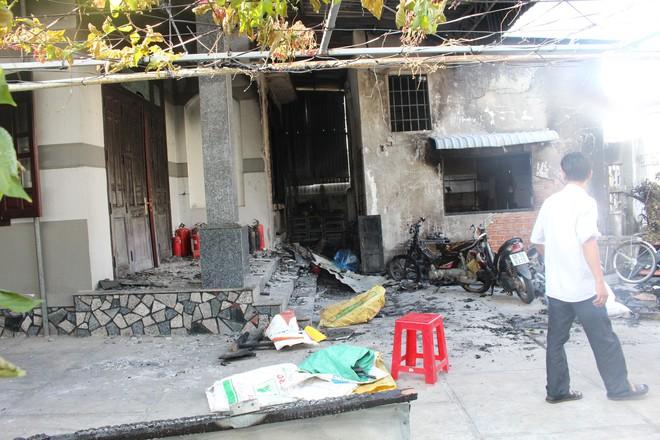 Cận cảnh hiện trường vụ hỏa hoạn khiến 3 người chết cháy ở Bà Rịa - Vũng Tàu - Ảnh 10.
