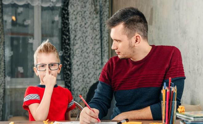 10 câu kém hiệu quả nhất bố mẹ thường nói với con, đổi cách nói khác tác dụng sẽ khác hẳn - Ảnh 1.