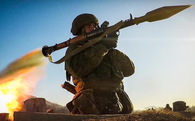 """""""Hít khói"""" về doanh số bán vũ khí, ông Putin vẫn không thể đưa Nga vượt ảnh hưởng của Mỹ?"""